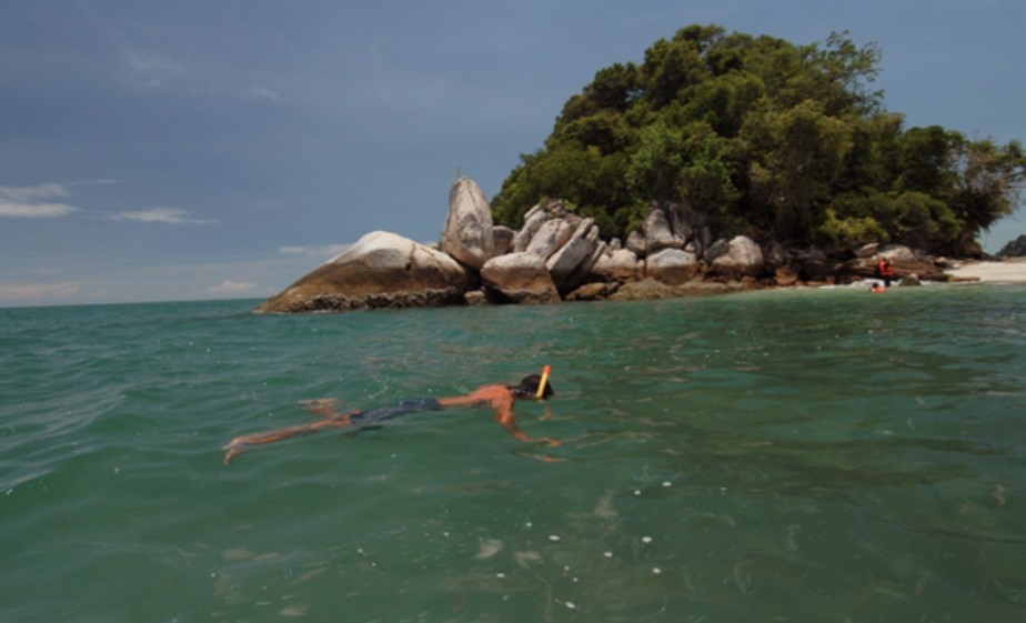 essay about trip to pangkor island Marina island jetty marina island - pangkor: ferry service time table marina island is a reclaimed island and privately owned from here, you can travel to pangkor island in only 10 minutes as compared to 40 minutes from lumut jetty.